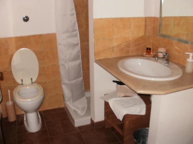 Dormire in Umbria bagno camera tripla con bagno privato