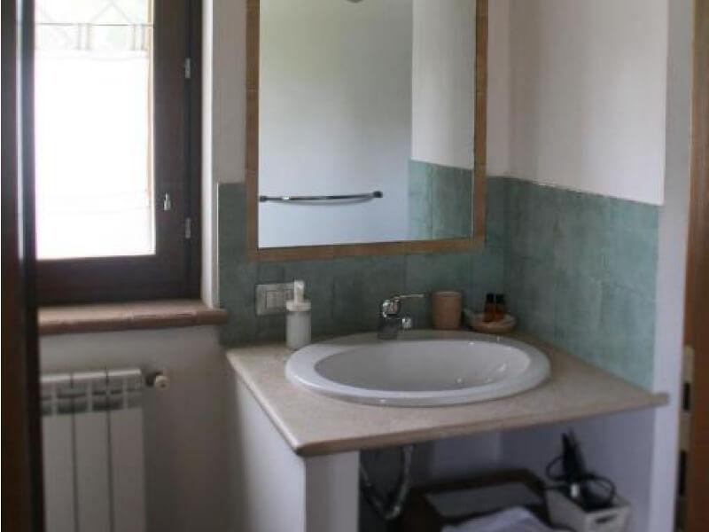 Dormire in Umbria bagno privato camera matrimoniale