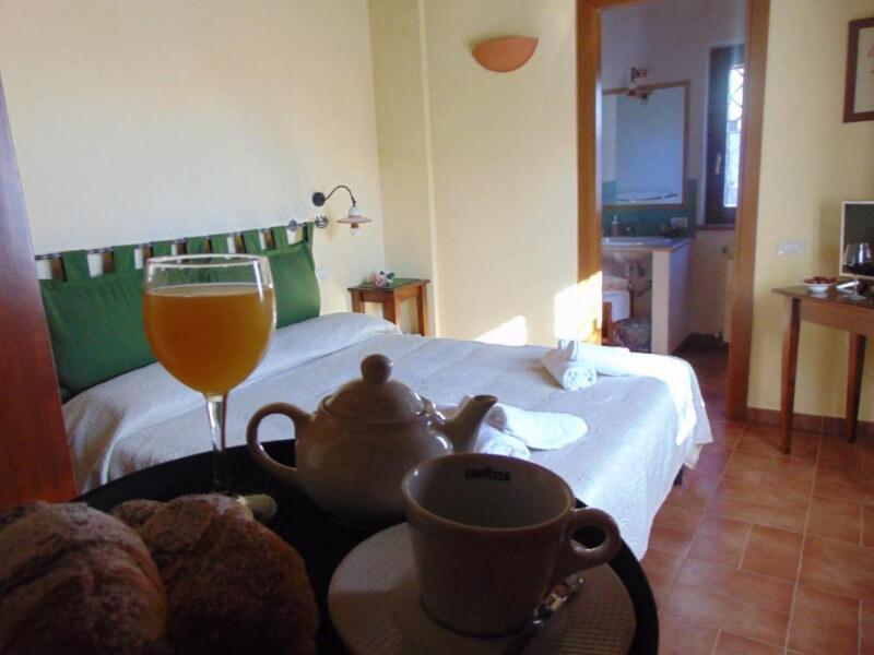 Dormire in Umbria colazione in camera matrimoniale