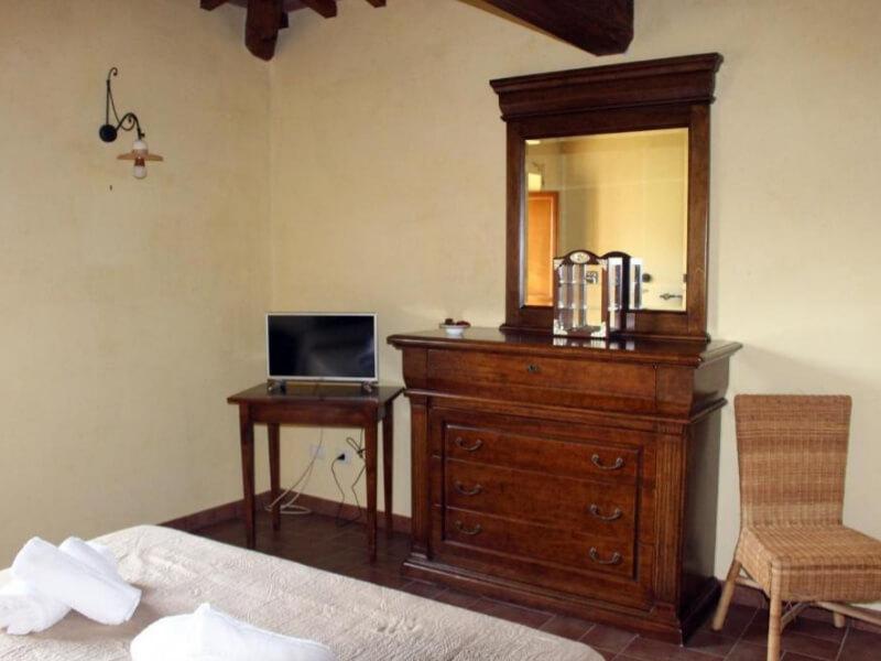 Dormire in Umbria comò junior suite