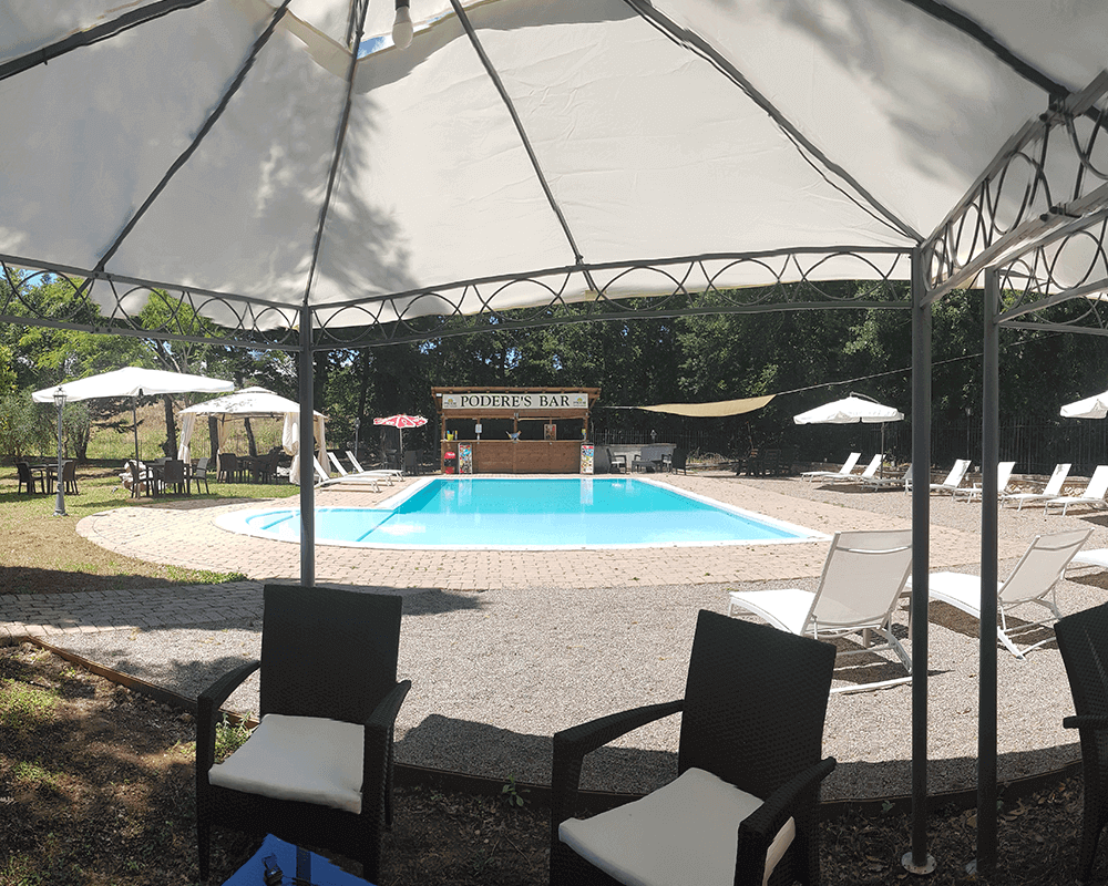 gazebo esterno bordo piscina