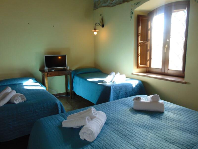 Dormire in Umbria letti singoli e matrimoniale camera quadrupla