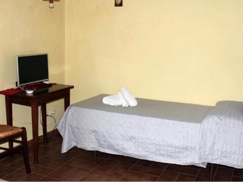 Dormire in Umbria letto singolo camera deluxe