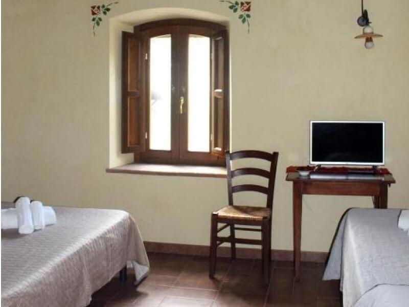 Dormire in Umbria letto singolo e matrimoniale camera deluxe