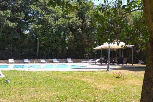 Esterni ampi agriturismo per famiglie con piscina Il Podere San Giuseppe